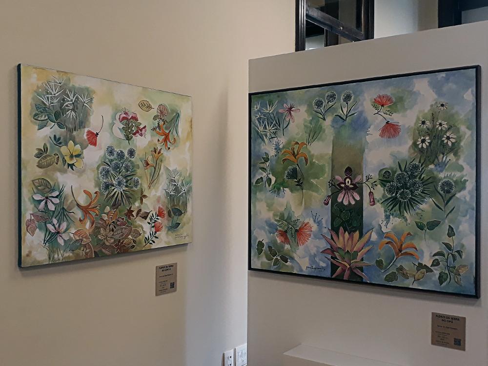 Quadros em fundo de cor clara retratando diversos tipos de flores coloridas espalhadas na tela.